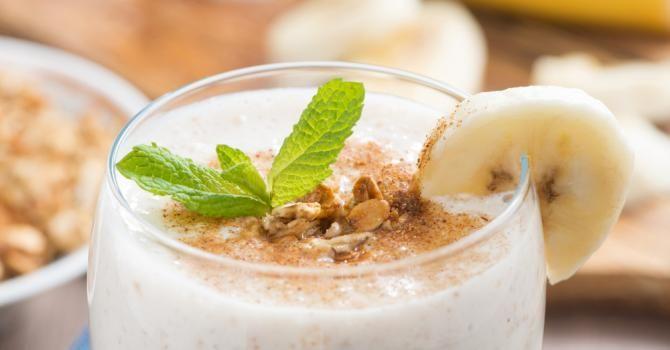 Recette de Smoothie mange-graisses banane, avoine et cannelle. Facile et rapide à réaliser, goûteuse et diététique.