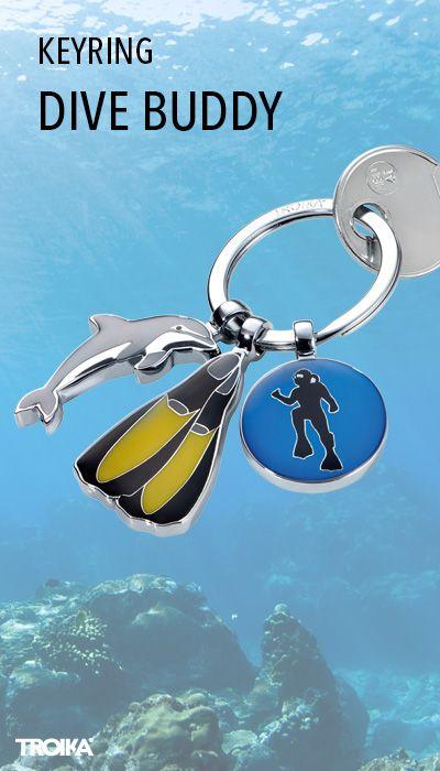 TROIKA DIVE BUDDY. Keyring with 3 charms: dolphin, fins, plaque with diver *** Schlüsselanhänger mit 3 Anhängern: Delfin, Taucherflossen, Plakette mit Tauche