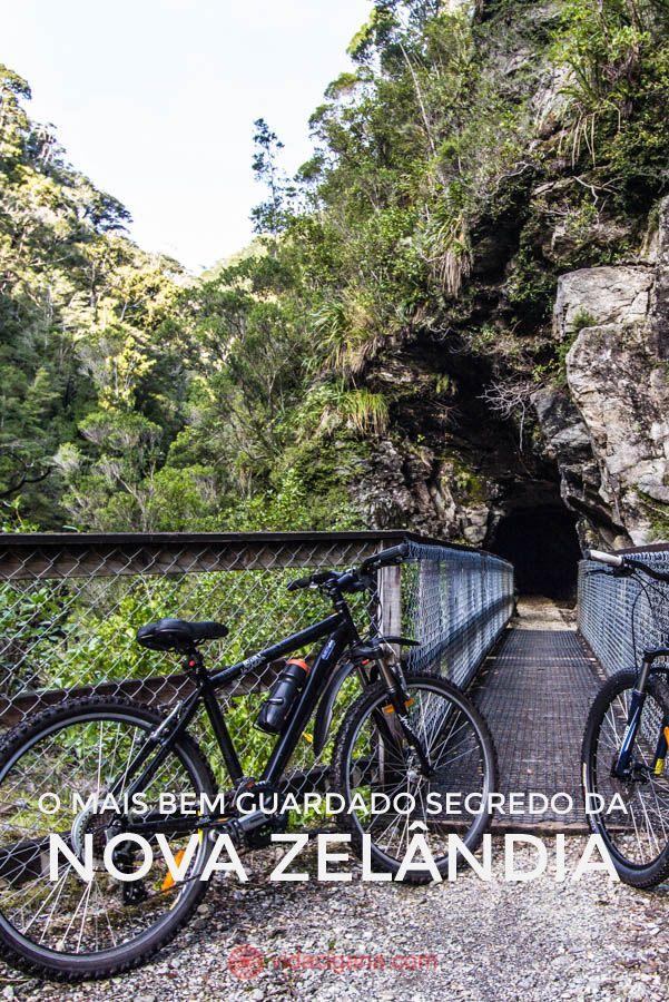 entrada de um dos túneis de passagem na trilha do Charming Creek, que pode ser feita a pé ou de bicicleta, na West Coast da Nova Zelândia