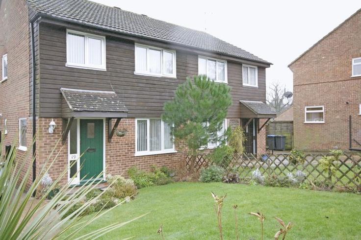 £285,000  New Move Online Estate Agents offer For Sale. 3 Bedroom Semi Detached House - Court Crescent, East Grinstead, West Sussex, RH19 3TP Estate Agents #online estate agents