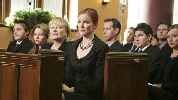 Andrew Van De Kamp (Shawn Pyfrom), Danielle Van De Kamp (Joy Lauren), Phyllis Van De Kamp (Shirley Knight), Bree Van De Kamp (Marcia Cross) ~ Desperate Housewives Stills ~ Season 2, Episode 1 ~ Next