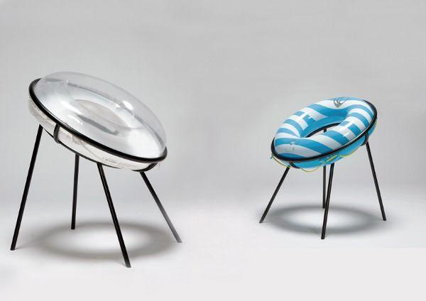 Design et Humour par Sachiko Fukutomi.  Ukiwa Chair où la bouée traditionnelle de nos piscines d'été devient matière pour notre confort. Une création simple et insolite, jouant sur le détournement, simplement dommage qu'il ne présente pas sa création avec une bouée canard !