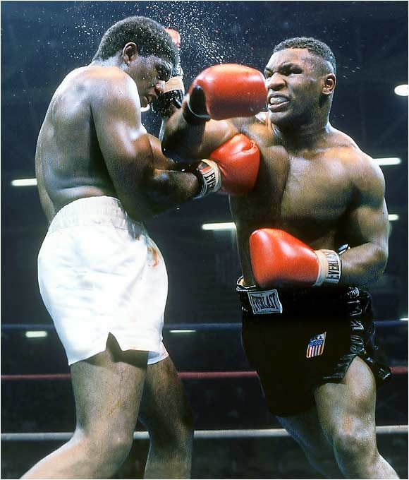 Mike Tyson... WBC Heavyweight Title, Trevor Berbick! Won with a KO-Tyson!
