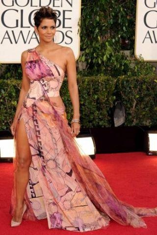 Halle Berry at the Golden Globe Awards tonight.  This is one sexy beautiful women..~ #dapmediagroup