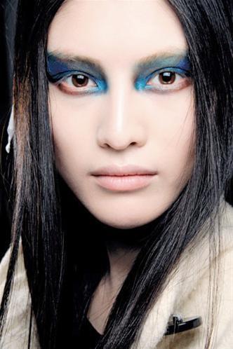 Verde y azul para un maquillaje exótico