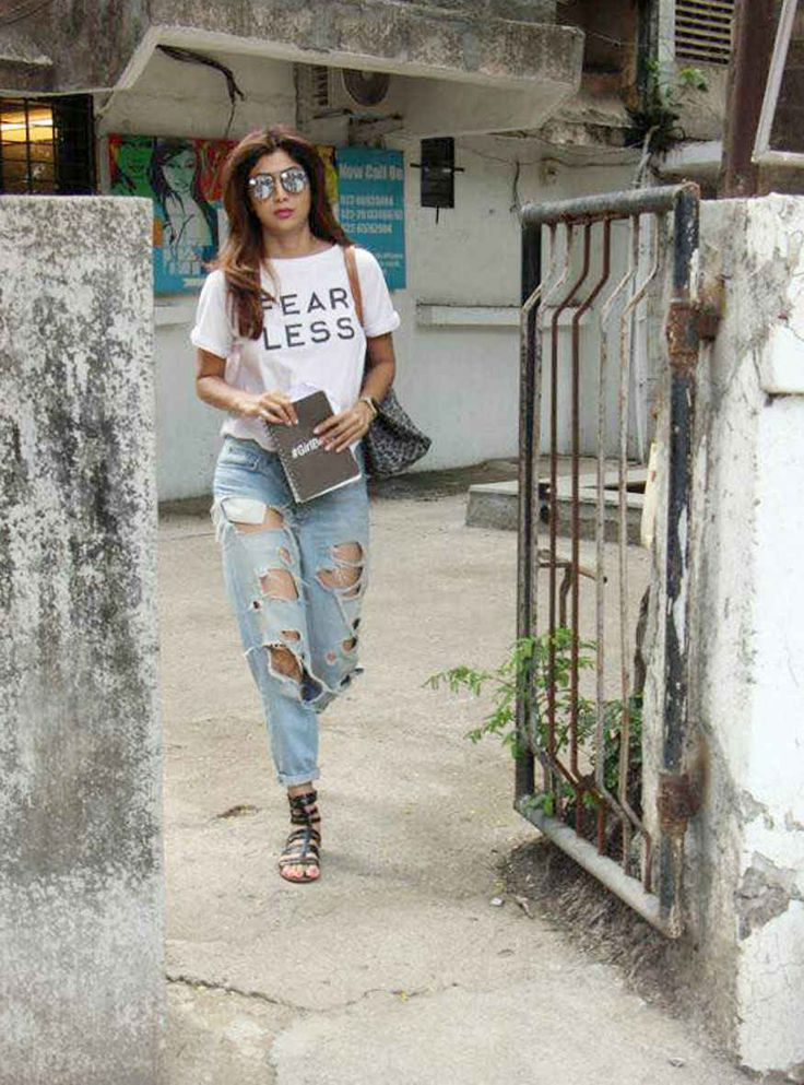 bollywoodmirchitadka: Shilpa Shetty Snapped In Bandra