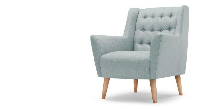 De Quentin fauteuil heeft de uitstraling van een vintage fauteuil, maar de kleur blauw is eigentijds.