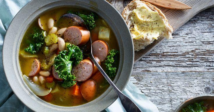 Oppskrift for mørke og regnfulle dager. Deilig suppe med grønnsaker og kjøttpølse.
