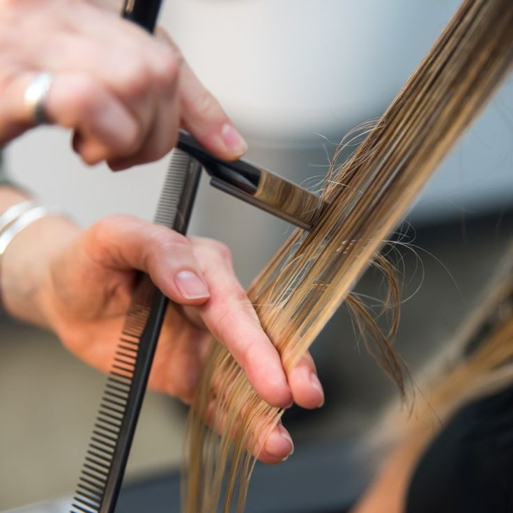 There is no doubt razor cuts can be HARD—and figuring out the correct way (that also feels comfortable) to hold the razor can be the most difficult part. So BTC recently hosted a BTC STUDIOS Facebook Live at Bumble and bumble's House of Bumble, where Bronwen Robinson completed a major razor-cut transformation. The video reached … Continued