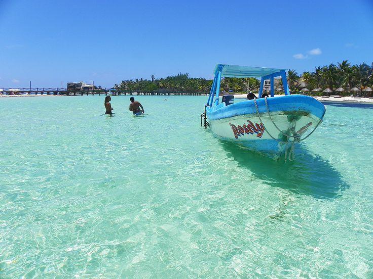 Isla Mujeres es una de las tantas maravillas de México declarada pueblo Mágico y uno de los lugares para visitar en el Caribe Mexicano.