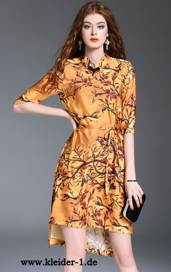 Elegantes Sommerkleid mit Blumen aus Seide