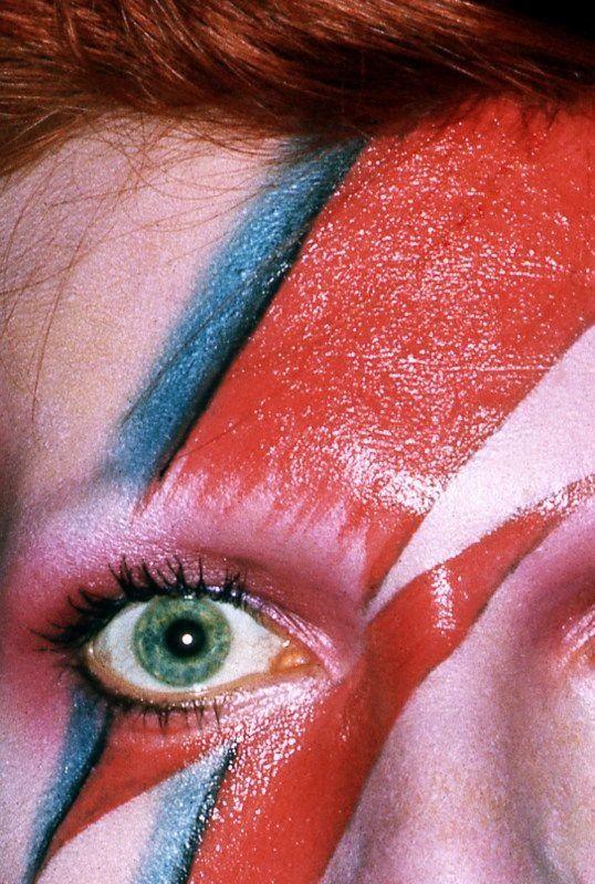 Lightning eye Bowie