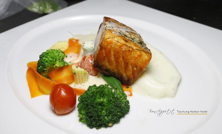 加拿大深海鮭魚排佐艾吉爾醬-2