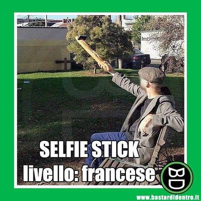 Paese che vai, bastone #selfie che trovi! #bastardidentro #baguette #francia www.bastardidentro.it