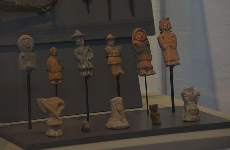Figurillas con fisonomía hispana. Entre los vestigios de materiales descubiertos, se han encontrado 15 mil objetos. Foto Melitón Tapia, INAH.
