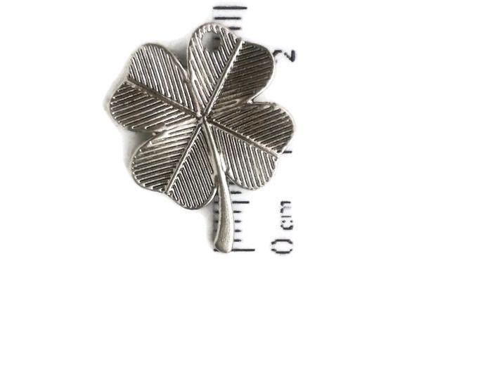 Breloque Trèfle a 4 feuilles - métal argenté - 24x20mm : Feuilles, arbres par…