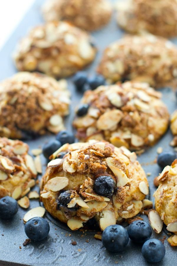 Bakery-Style Blueberry Almond Crumble Muffins