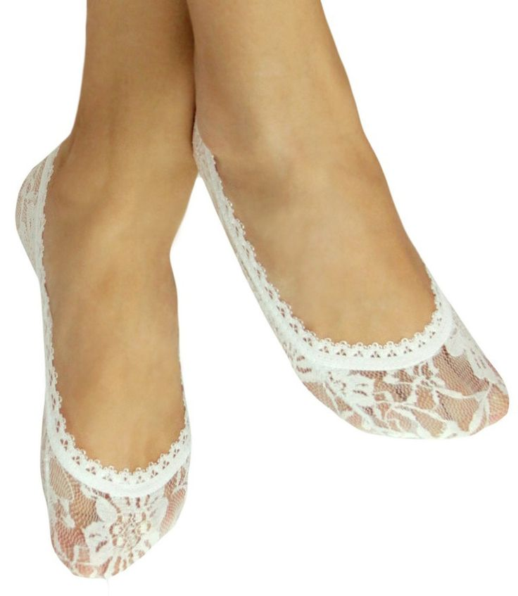 Really sweet pr of white lace peds/ socks. These add charm and romance to your look. Perfect additional to your wedding wardrobe too. Fits women's shoe sz 5 thru 9.