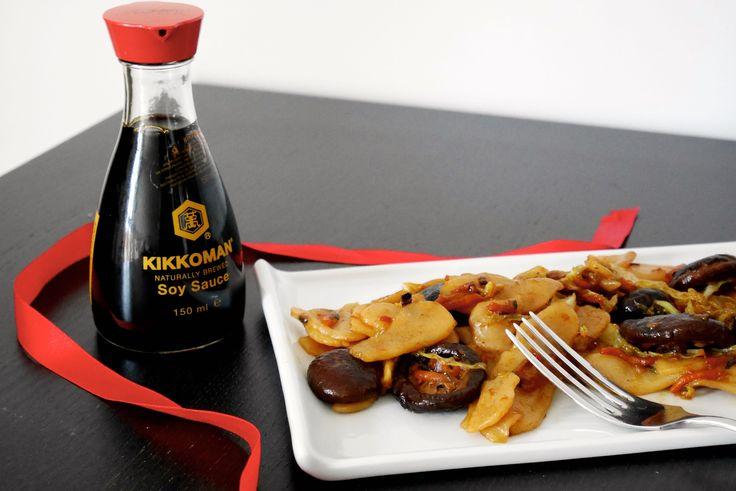 Gli gnocchi di riso con verdure e funghi shitake sono un classico primo piatto che molti avranno assaggiato al ristorante cinese. Gli gnocchi di riso non h