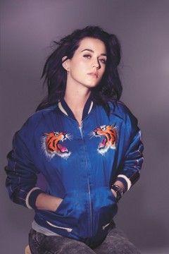 系ティ・ペリーから学ぶ☆おしゃれなスカジャンの着こなし☆コーデ・スタイル・ファッションの参考に♪