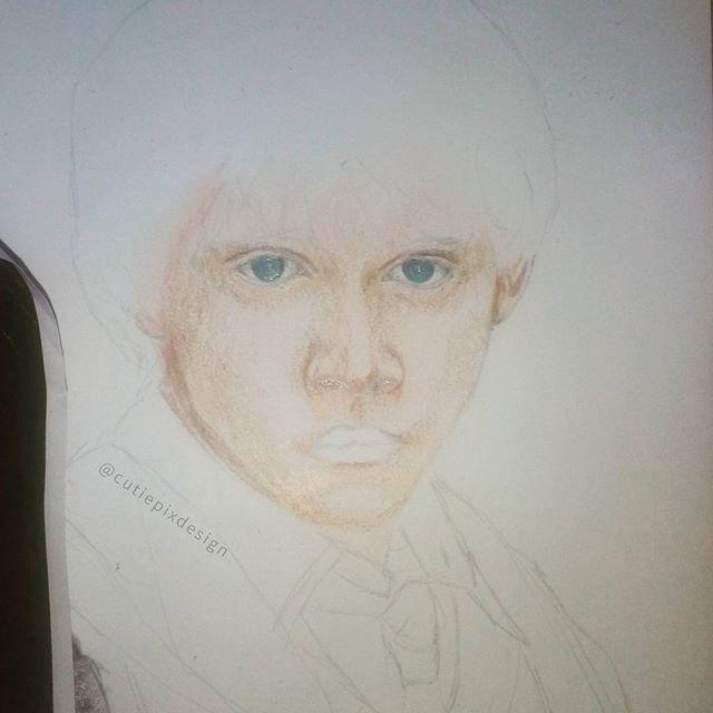 . Well finely the last one xD #wip Still dont look like Ron weasley ;( hope it will change xD . ~~~~~~~~~~~~~~~~~~~~~~~ #cutiepix #cutiepixdesign #harrypotter #draw #drawing #art #sketch #doodle #fanart #artwork #artist #pencildrawing #harrypotterdrawing #ronweasley #harrypotterfanart #ronweasleyfanart #workinprogress #kunst #zeichnung #buntstiftzeichnung #harrypotterart #ronweasleyart #weasley #hermioneweasley #gryffindor #dumbeldore #herminegranger #rupertgrint #rupertgrintfanart