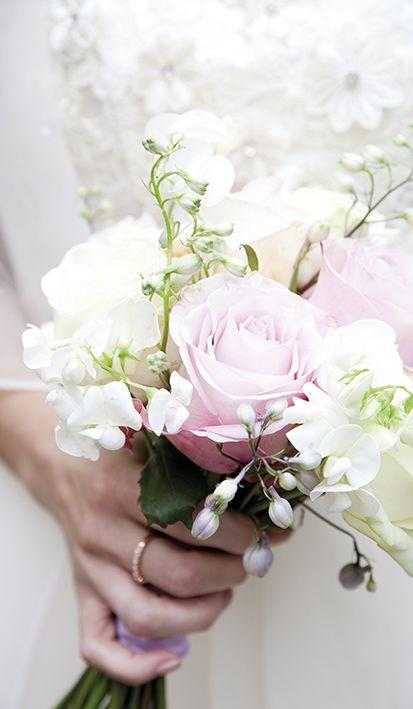 Wij houden ervan: het bruidsboeket. In welk seizoen ga jij trouwen? Ook Mereveld stemt de decoratie daarop af. #Mereveld Utrecht in TOP 5 populairste trouwlocaties van Nederland!
