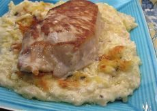 Pork Chops with Cheesy Hash Brown Potatoes: Pork Chops with Cheesy Hash Brown Potatoes