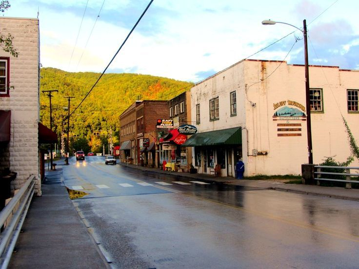 Sure, thru-hikers of the Appalachian Trail like spending time in the woods. But they also like getting drunk in trail towns. Here are the best places to do the latter.