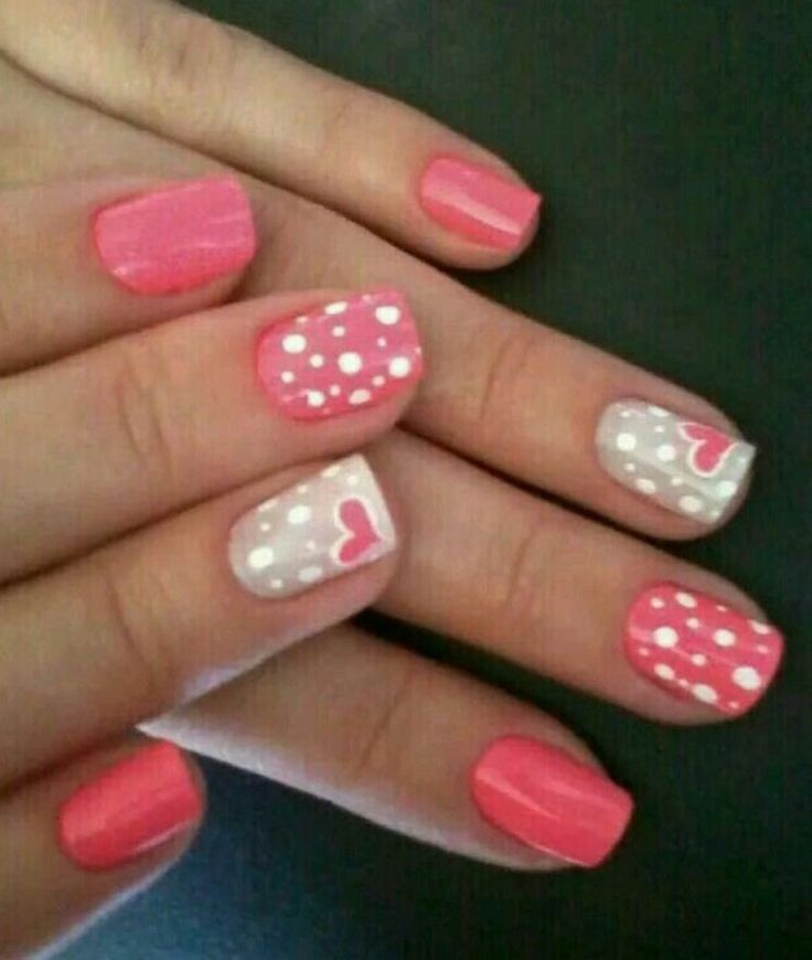 Pretty pink coloured polishes with polka dots and hearts that are perfect for Valentine's Day!♡