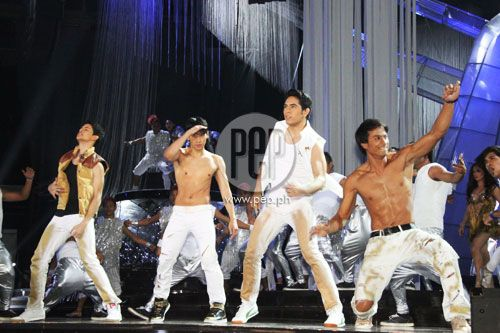 """This is Rayver Cruz, Enchong Dee, Gerald Anderson, and Rafael Rosell doing a fiery and macho dance number during their production number at the ABS-CBN 2011 Christmas Special, """"Da Best ang Pasko ng Pilipino"""" last December 13, 2011 at Smart Araneta Coliseum. #RayverCruz #EnchongDee #GeraldAnderson #RafaelRosell #ABSCBNChristmasSpecial #DaBestPasko #DaBestangPaskongPilipino #DaBestangPaskongPinoy"""