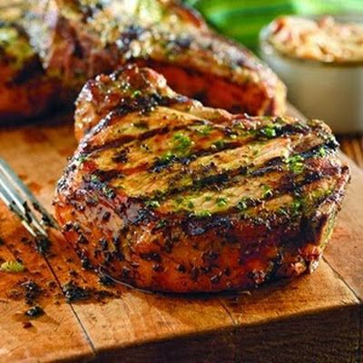 Grilled Pork Chops with Basil-Garlic Rub @keyingredient #pork