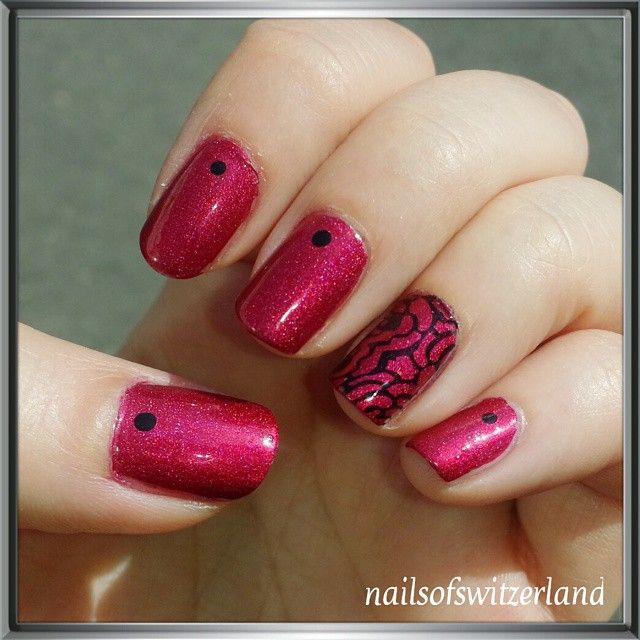 today on my nails the classical rose bower from aengland stamped with mundodeunas mundodeunas black and a ae plate i donu0027t have