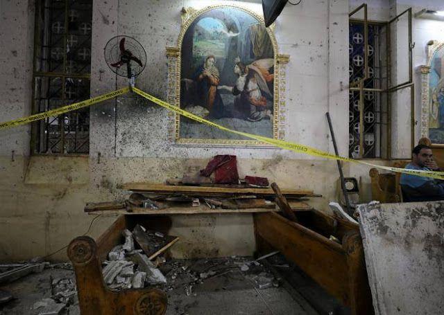 ISIS bantai warga Kristen Mesir  Keadaan setelah terjadi ledakan di gereja Koptik Tanta Mesir (9/4/2017. Reuters)  Sekitar 44 orang tewas dalam serangan bom di katedral Paus Koptik dan gereja Mesir lainnya dalam perayaan Minggu Palma. Kelompok teroris ISIS mengklaim bertanggung jawab atas serangan tersebut. Serangan terjadi di tengah rencana Paus Fransiskus (pemimpin Vatikan) mengunjungi Mesir akhir bulan nanti. Pemboman pertama terjadi di Tanta kota di Delta Nil sekitar 100 km utara Kairo…