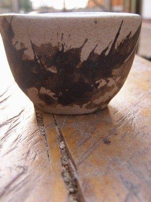 Hermosa cerámica utilitaria en nuestros productos y regalos destacados.