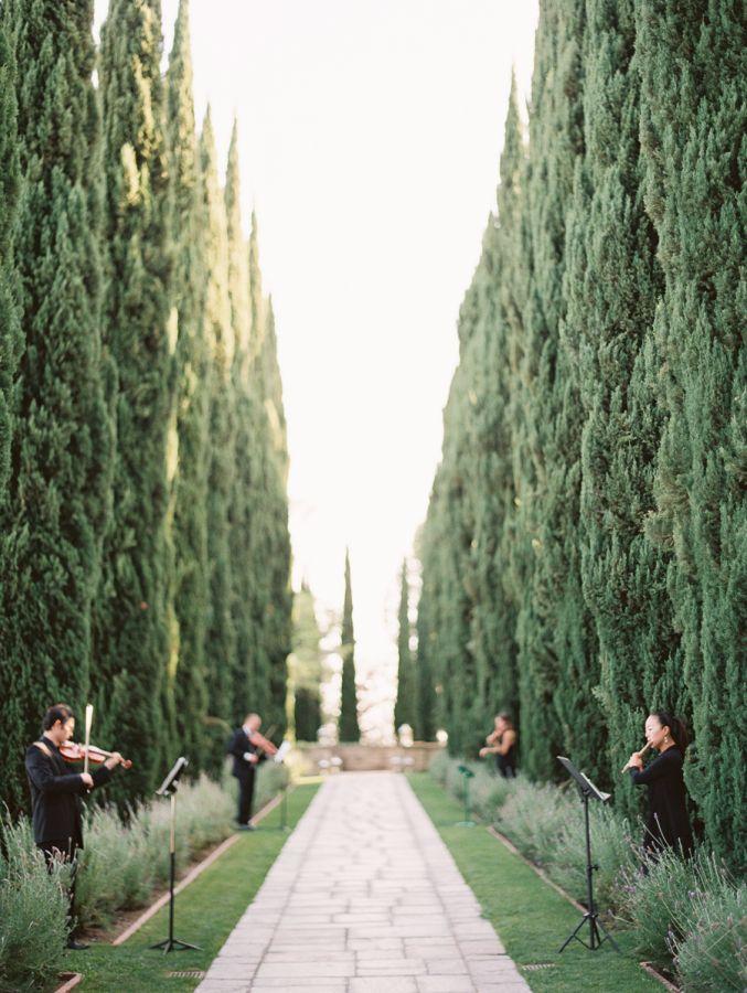 Gorgeous estate venue: http://www.stylemepretty.com/california-weddings/beverly-hills/2016/03/18/elegant-mansion-wedding-in-beverly-hills/ | Photography: http://carmensantorellistudio.com/