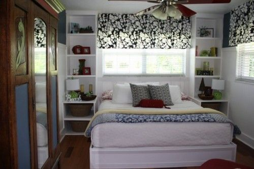 Small bedroom Love the idea of built in bookcases/nightstands beside bed