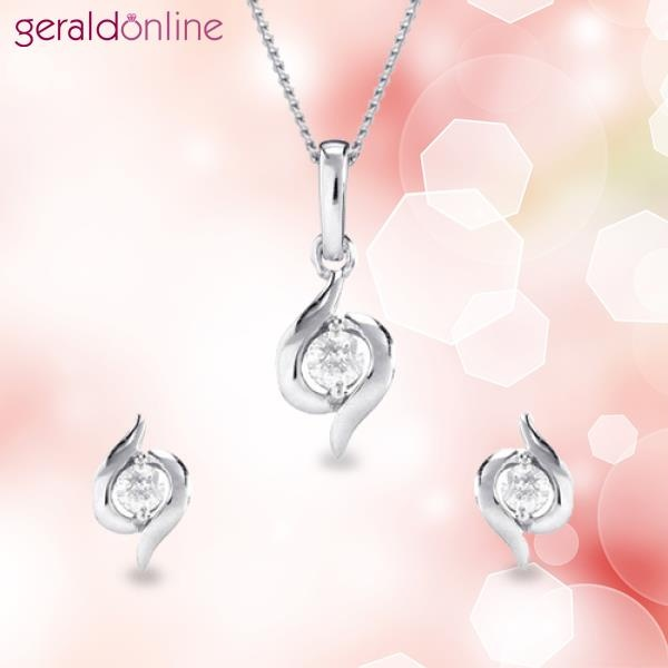 Don't you think this will look amazing on you?  Beautiful sparkling diamonds in 18 ct white gold – can it get better than this?  Don't wait! Just buy it!