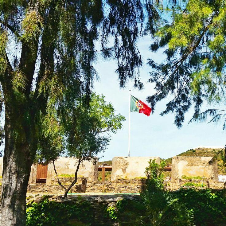 Es una auténtica suerte vivir al lado de #portugal 🙄 Volver allí y poder hablar portugués durante un día es casi como estar en casa. Ideal para aliviar la morriña de Brasil. 😶 #lavidafuedura #portugal #algarve #alcoutim #turismo #wanderlust #eufaloportugues @vagalumedesigns
