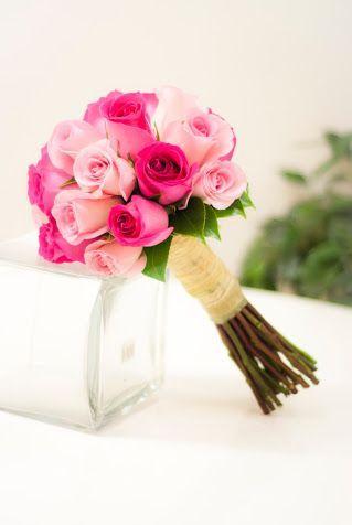 Ramo de novia - rosas fucsias y rosas - Una historia bonita y original - www.quedeflores.com - boda: