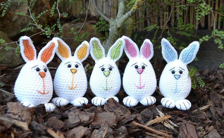 smaa-paaske-kaniner Oversat med tilladelse fra designeren. ♥Hæklet i Drops Safran,som kan købes hos Hobbygarn♥