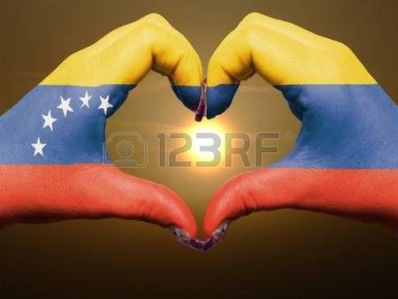 bandera de venezuela: Turismo gesto por parte de Venezuela manos la bandera de…                                                                                                                                                                                 Más