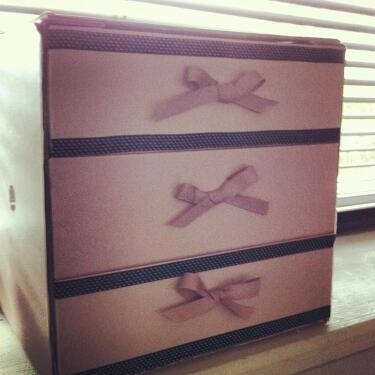 @becka_boodle's :) @Glossybox Brasil Brasil drawers :) even used glossy box ribbon for the bows!