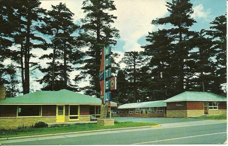 """Grand Rapids MN """"The Forest Lake Motel"""" Postcard Minnesota. Up by the cabin!"""