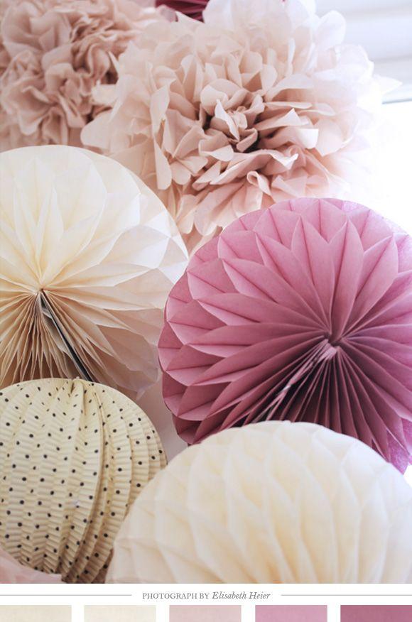 Adorables pompons de papier ! retrouvez toute la déco créative et festive sur www.la-petite-epicerie.fr