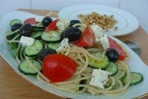 Salata greceasca cu spaghetti - Culinar.ro