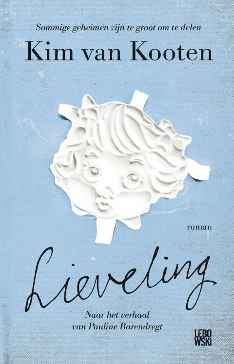 In 'Lieveling' - gebaseerd op het verhaal van Pauline Barendregt - geeft Kim van Kooten een stem aan het meisje Puck, en weet ze dankzij haar lichtvoetige, maar haarscherpe toon het onvoorstelbare voorstelbaar te maken. Ze laat licht schijnen op een donker thema en weet een heftig verhaal met humor te vertellen - een prestatie van formaat. Na het lezen van 'Lieveling' wil je Puck nooit meer alleen laten.