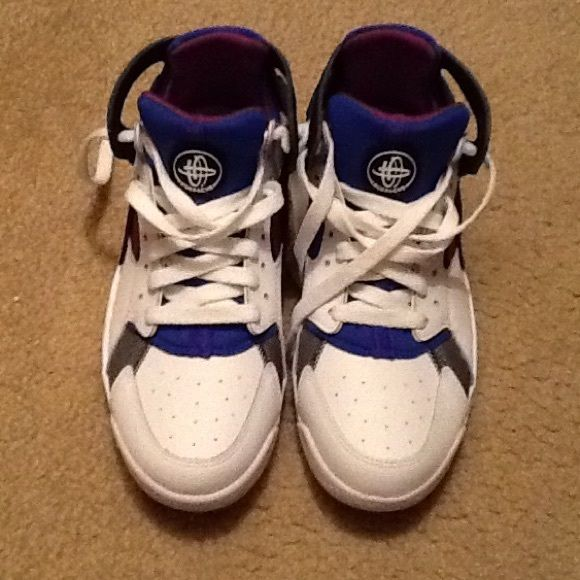 Nike Flight Huarache High top Huaraches, boys size 5.5, clean, worn twice, box in great condition Nike Shoes Athletic Shoes