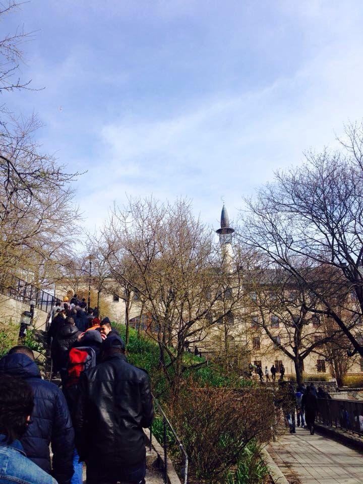 مواعيد الصلاة في السويد   هنا تجد مواعيد الصلاة لشهر 4/2015 مدينة ستكهولم  .  http://www.islamiskaforbundet.se/sv/index.php?option=com_salaattimes&q=1  المصدر : الرابطة الاسلامية في السويد   للاسف كل فترة أقابل شاب عربي لديه تطبيق للصلاة يختلف كلية عن الرابطة الاسلامية بوقت كبير     الأفضل ان نتبع الرابطة الاسلامية في السويد لكي لا نختلف هذا رأي والله اعلم .  ايضا يمكنك البحث عن مدينتك في السويد    وشكرا لكم   Raed Abu Mohammed