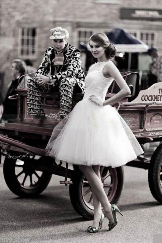 Prachtige fifties trouwjurk.      Korte wijde jaren 50 trouwjurk.     Rebella