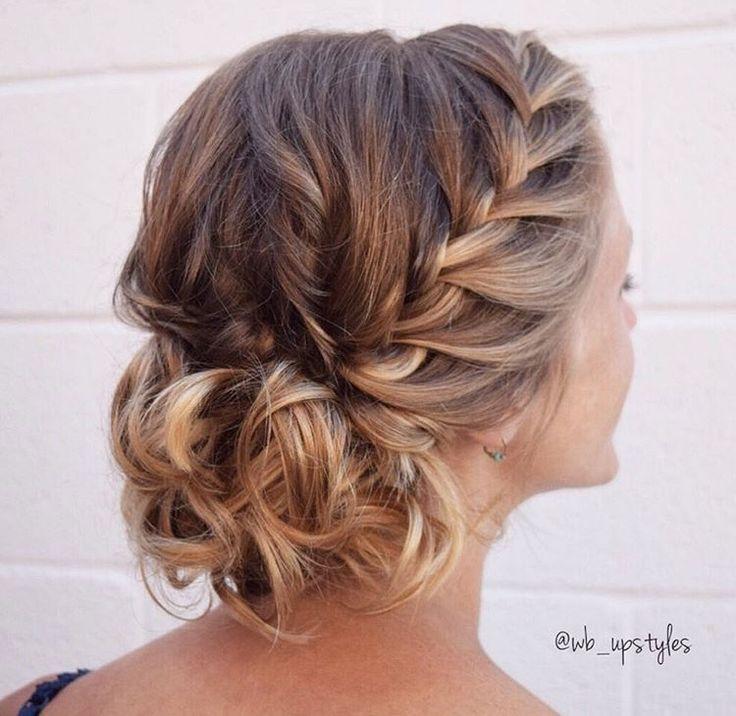 Wunderschönes Seitengeflecht für eine Hochsteckfrisur. Für mehr Haarinspiration besuchen Sie Instagra   – Hair